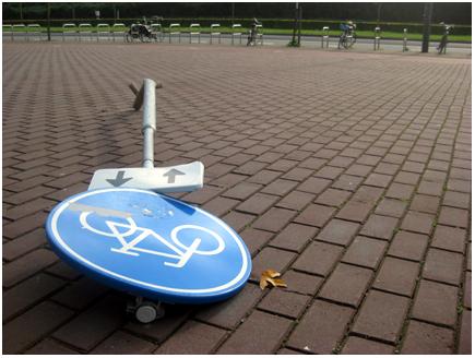 gevallen fietsbord