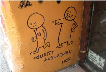 tourist auslachen